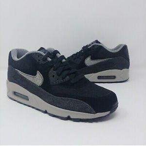 Nike Air Max 90 SE Running Shoes